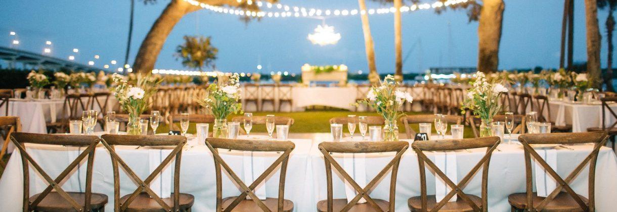 Matrimonio tavolata sera luci